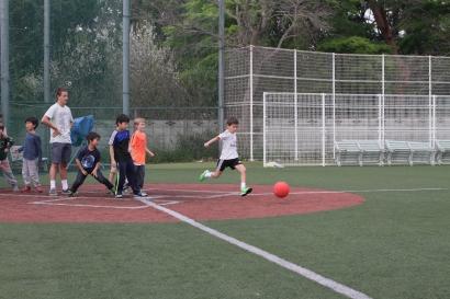 150417_ES-kickball_0047