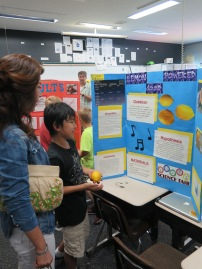 051415_FifthG-ScienceFair_08