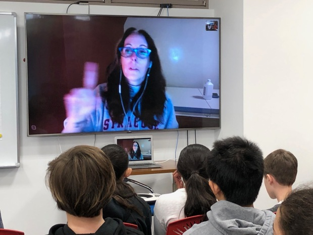 Award winning author Laurie Halse Anderson Speaks to Middle